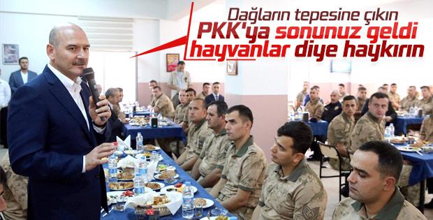 Bakan Süleyman Soylu Mehmetçik'le kahvaltıda buluştu