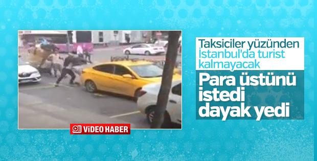 Taksici para üstü isteyen turiste saldırdı