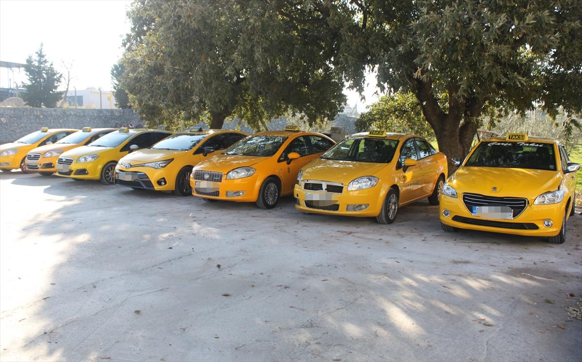 Çanakkale'de taksiyle kaçmaya çalışan göçmenler yakalandı