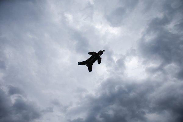 Taksim'de vatandaşlar serbest uçuş deneyimiyle eğlendi