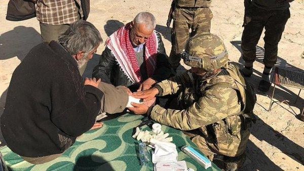 Mehmetçik Afrin'de şifa dağıtıyor