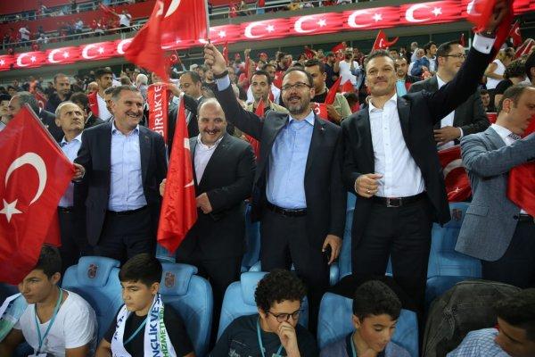 Bakanlar Türkiye-Rusya maçında