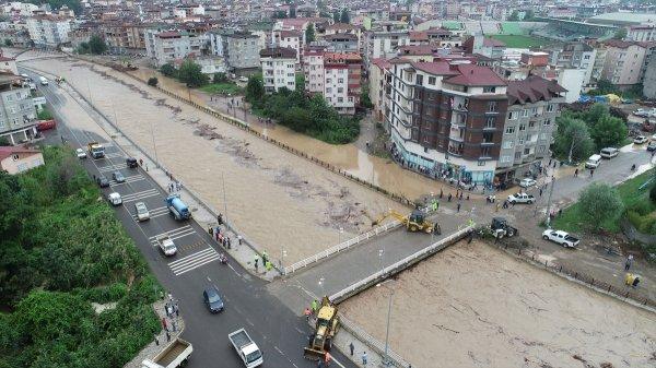 Karadeniz Sahil Yolu yine ulaşıma kapandı