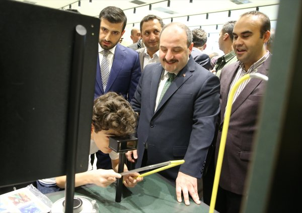 Bakan Varank ve Türkmen Üsküdar'da Bilim Merkezi açtı