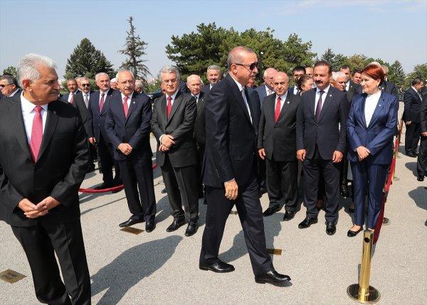 Erdoğan'ın elini her sıktığında yüzü değişen Kılıçdaroğlu