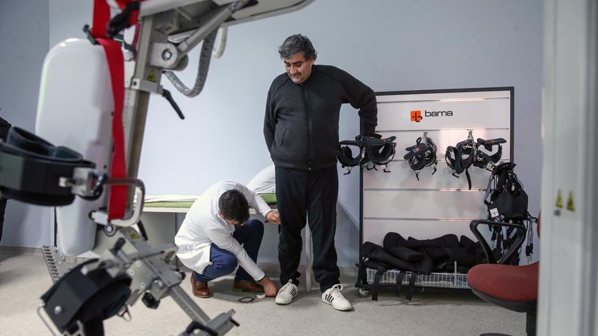 Felçli hastalara robotik yürüme cihazı