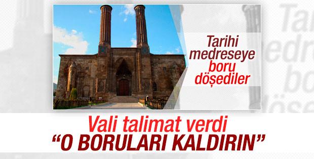 Çifte Minareli Medrese'den boruları kaldırın talimatı