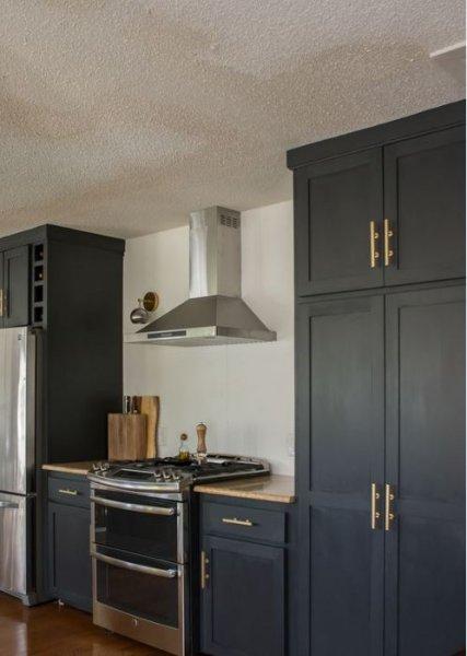20508639545a7 Mutfak dekorasyonunda siyah ve beyazın uyumu