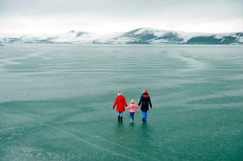 Yüzeyi donan Çıldır Gölü