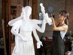 Arzum Onan'dan kadınlar için anlamlı heykel