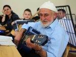 80 yaşından sonra gitarist oldu