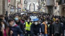 İtalya'da son 24 saatte Covid-19'a bağlı 358 can kaybı