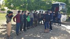 Polis, 22 göçmeni bagajda yakaladı