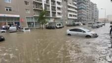 Batum'da caddeler sular altında kaldı