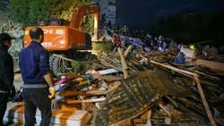 İzmir'de can kaybı 17'ye yükseldi