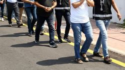 İzmir'de yabancıları dolandıran çeteye operasyon