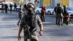 İsrail askerleri Şeyh Cerrah girişine beton bloklar koydu