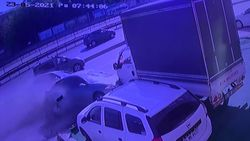 Avcılar'da makas atan sürücü, 12 araca zarar verdi