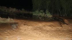 Iğdır'da meydana gelen sel Türkiye - Nahçıvan yolunu kapattı