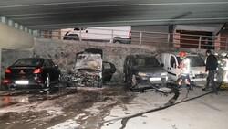 İstanbul'da viyadük altında 4 otomobil yandı