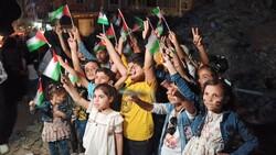 Gazze'de İsrail saldırılarında ölen çocuklar için 66 mum yakıldı