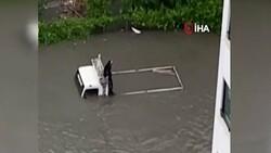 Ankara'da sel sonrası araçlar su altında kaldı