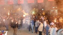 Ağrı Belediyesi çalışanları bin liralık zammımeşale ve halaylarla kutladı