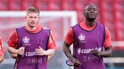 Belçikalı futbolcular Eriksen için topu taca atıyor