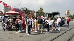 Taksim'de pandemi öncesini aratmayan yoğunluk