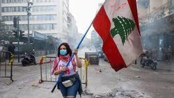 Lübnan'da kötü yaşam koşullarını protesto eden halk ana yolları trafiğe kapadı