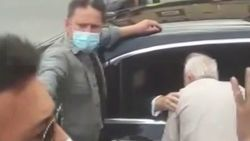 Erdoğan, Çengelköy'de vatandaşlarla sohbet etti