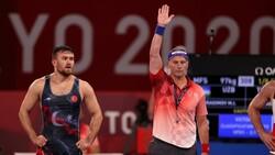Milli güreşçi Süleyman Karadeniz, Tokyo'da yarı finalde
