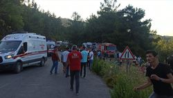 İzmir'de türbe dönüşü kaza meydana geldi