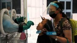 Çin'de koronavirüs vakaları tırmanışa geçti