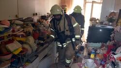 Avcılar'da yangın ihbarına gittiler, çöp evle karşılaştılar