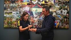 Ali Koç, gümüş madalyalı boksör Buse Naz Çakıroğlu ile görüştü
