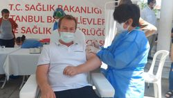 Bahçelievler'de cami avlusuna seyyar aşı istasyonu kuruldu