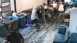 Esenyurt'ta madde bağımlısı baba ve oğlu esnafa saldırdı