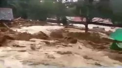 Malezya'nın Kedah eyaleti sele teslim oldu
