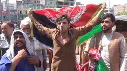 Taliban, Esadabad'da göstericilere ateş açtı