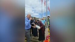 Kastamonulu teyzelerden Süleyman Soylu ve ekiplere ayran ikramı