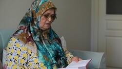 71 yaşında okuma yazma öğrenen Ayşe Teyze'nin hayat hikayesi kitap oldu
