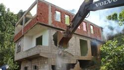 Rize'de heyelan riski altındaki yapıların yıkımı başladı