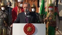 Cumhurbaşkanı Erdoğan, Malazgirt Zaferi için düzenlenen törene katıldı
