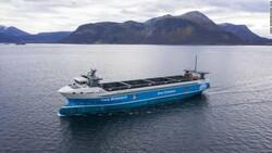Dünyanın ilk elektrikli kargo gemisi suya indi
