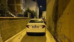 Bursa'da polisten kaçarken çıkmaz sokağa girince, aracını bırakıp kaçtı
