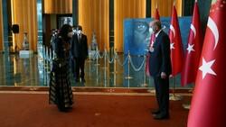 Cumhurbaşkanı Erdoğan, 30 Ağustos tebriklerini 'Mülteci Çocuk' tablosu önünde kabul etti