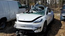 Tesla aracı polis arabasına çarptı: 2 yaralı