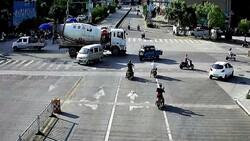 Çin'de mikserin altında sürüklenen motorcu