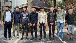 Kocaeli'de aracın bagaj ve yolcu kısmından 8 kaçak göçmen çıktı